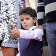 Cristiano Ronaldo Jr. entouré de sa tante et sa grand-mère lors de l'inauguration d'un musée dédié à son père à Funchal sur l'île de Madère, le 15 décembre 2013