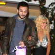 Christina Aguilera et son petit ami Matthew Rutler sortent d'un dîner en amoureux au restaurant Off Vine à Los Angeles, le 17 décembre 2013.