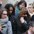 Carla Bruni sortant des obsèques de Kate Barry en l'église Saint-Roch à Paris, le 19 décembre 2013.