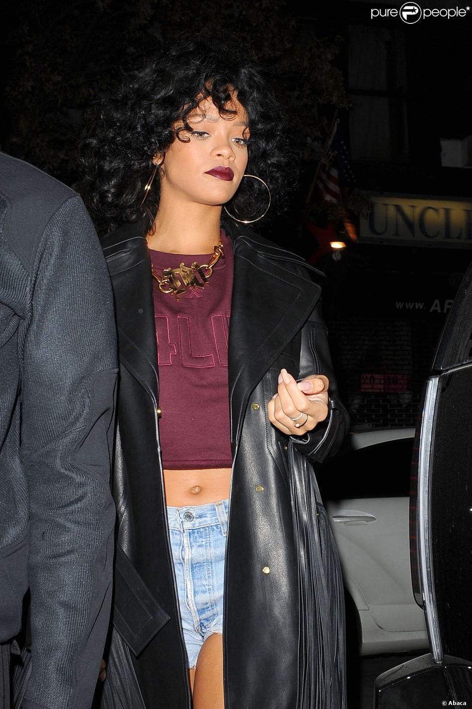 La chanteuse Rihanna à Chelsea, New York, de sortie, le 19 décembre 2013