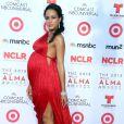 """Dania Ramirez (enceinte) sur le tapis rouge de la soirée """"2013 NCLR ALMA Awards"""" à l'Auditorium de Pasadena en Californie, le 27 septembre 2013."""