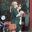 """""""Exclusif - Teresa Palmer, enceinte, et son époux Mark Webber, se rendent au restaurant à Los Angeles, en compagnie des membres de leurs familles, le 27 décembre 2013."""""""
