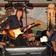 Richie Sambora, ex-mari d'Heather Locklear, lors d'un mini-concert pour fêter le Nouvel An au restaurant Mala Wailea le 31 décembre 2013 à Hawaii.