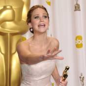 Jennifer Lawrence explique pourquoi elle a chuté en allant chercher son Oscar