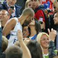 Tony Parker et sa fiancée Axelle après la victoire de l'équipe de France en finale des championnats d'Europe de basket, à Ljubljana le 222 septembre 2013