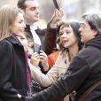 La princesse Letizia d'Espagne était attendue par des admiratrices au sortir d'une réunion du comité de direction de la FEDER, la Fédération nationale des maladies rares, le 10 janvier 2014 à Madrid.
