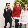 Ashlee Simpson et Evan Ross arrivent à Los Angeles, le 17 novembre 2013.