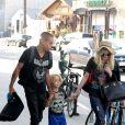 Ashlee Simpson, son Bronx, et son fiancé Evan Ross à Los Angeles le 4 août 2013.