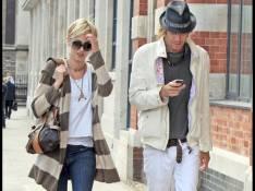 PHOTOS EXCLUSIVES : Rhys Ifans oublie sa tristesse dans les bras de Kimberly Stewart !