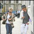 Rhys Ifans et Kimberly Stewart, balade romantique à Londres...