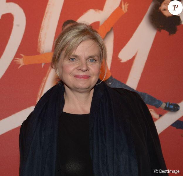 Isabelle Nanty lors du la remise du 16e Prix Clarins de la Femme Dynamisante au Théâtre Mogador à Paris, le 14 octobre 2013
