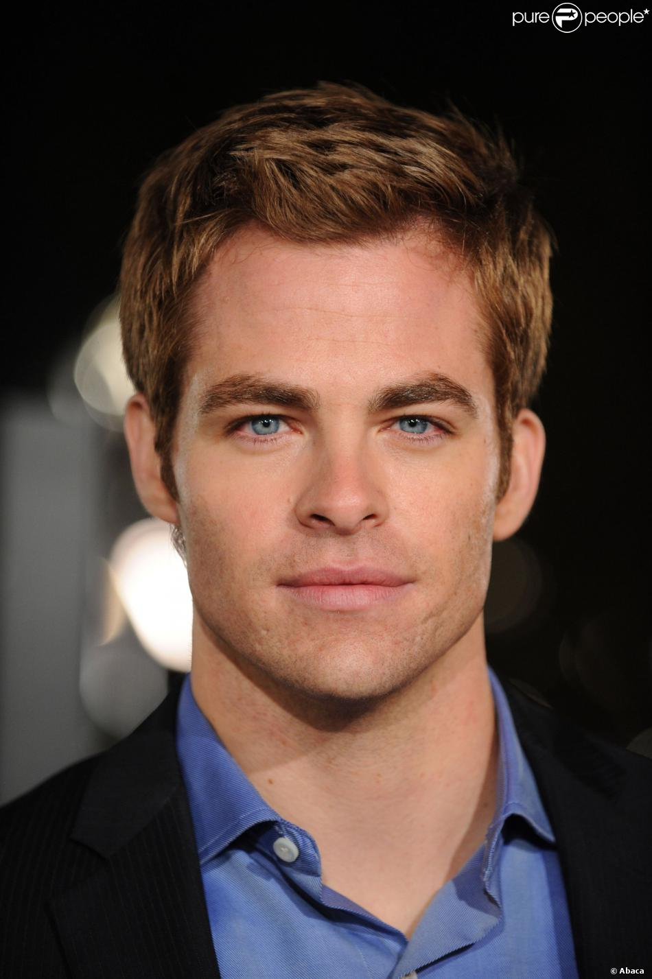 Chris Pine On The Set Of One Day She Ll Darken: Why Lift When It's All About Being Chris Pine? (pics