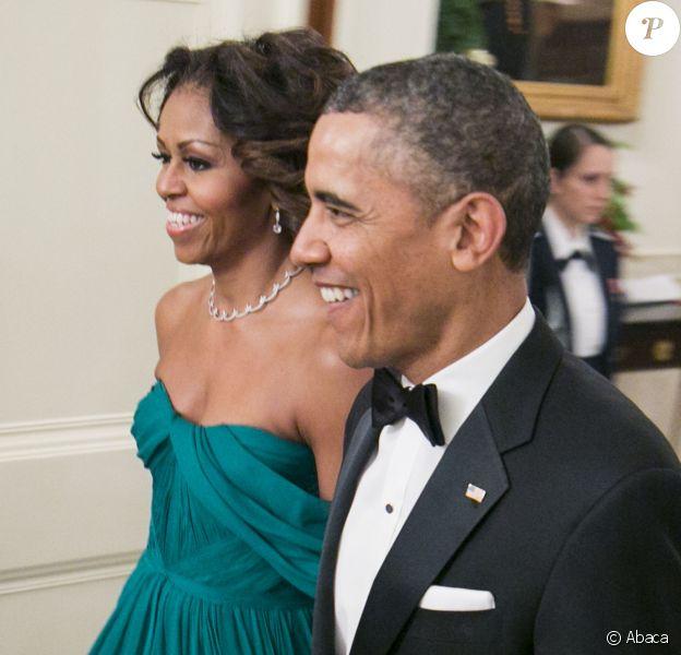 Barack Obama et son épouse Michelle Obama lors des 36e Honneurs du Kennedy Center, Carlos Santana, Shirley MacLaine, Billy Joel, Herbie Hancock et Martina Arroyo, à la Maison Blanche le 8 décembre 2013.