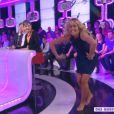"""Enora Malagré imite de la danse contemporaine dans l'émission """"Touche pas à mon poste"""", du 20 janvier 2014."""