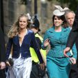 Cressida Bonas avec son amie la princesse Eugenie d'York au mariage de Lady Melissa Percy et Thomas van Straubenzee le 22 juin 2013