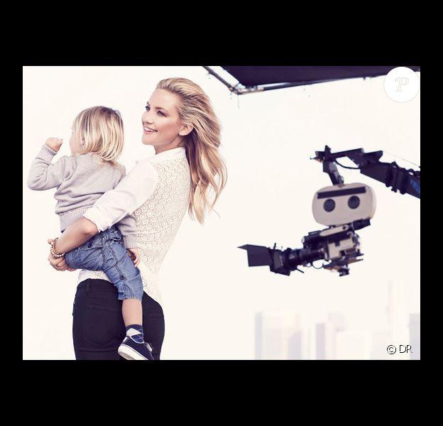 Kate Hudson, ravissante égérie avec son fils Bingham dans les bras, photographiée par Mikael Jansson pour la campagne publicitaire printemps-été 2014 d'Ann Taylor.