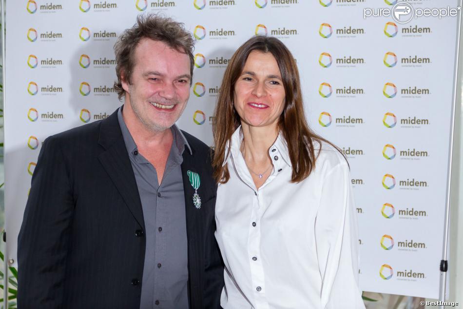 Axel Bauer fait chevalier de l'ordre des Arts et des Lettres par Aurélie Filippetti à Cannes, le 2 février 2014