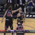 Joakim Noah s'en prend aux arbitres lors du match entre les Bulls de Chicago et les Kings de Sacramento à la Sleep Train Arena de Sacramento, le 3 février 2014