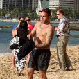 Exclusif - Pete Wentz à la plage avec son fils Bronx (5 ans) à Hawaii, le 26 janvier 2014.