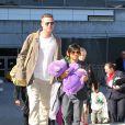 Brad Pitt, Pax - Brad Pitt et Angelina Jolie arrivent à l'aéroport de Los Angeles en provenance d'Australie avec leurs enfants, le 5 février 2014.