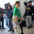 Angie et Vivienne - Brad Pitt et Angelina Jolie arrivent à l'aéroport de Los Angeles en provenance d'Australie avec leurs enfants, le 5 février 2014.