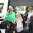 Brad Pitt, Angelina Jolie et leurs six enfants, Maddox, Pax, Shiloh, Zahara, Vivienne et Knox prennent l'avion à l'aéroport de Sydney, le 5 février 2014.