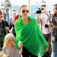 Angie et Vivienne - Brad Pitt et Angelina Jolie arrivent avec leurs 6 enfants à Los Angeles, le 5 février 2014.