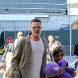 Brad Pitt et Angelina Jolie arrivent avec leurs 6 enfants à Los Angeles, le 5 février 2014.