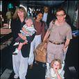 Mia Farrow et Woody Allen à l'aéroport de Heathrow à Londres le 21 avruk 1989