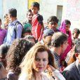 """Valérie Trierweiler, l'ex-compagne de François Hollande, a visité le bidonville de Mandala à Bombay, aux côtés de l'association humanitaire """"Action contre la faim"""", lors de son voyage en Inde. Le 28 janvier 2014."""