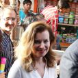 """Valérie Trierweiler a visité le bidonville de Mandala à Bombay, aux côtés de l'association humanitaire """"Action contre la faim"""", lors de son voyage en Inde. Le 28 janvier 2014."""