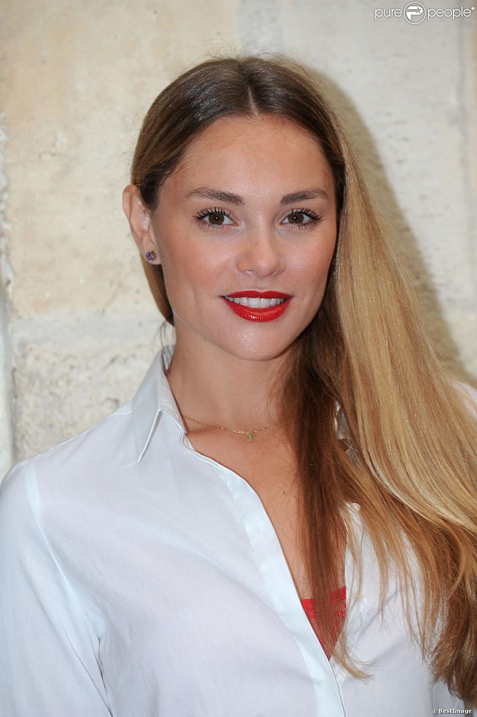 Joy Esther pose pour le photocall de la série Nos Chers Voisins durant le 15e Festival de la Fiction Tv de La Rochelle, le 14 septembre 2013.