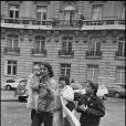 Daniel Biasini à Paris avec sa fille Sarah dans ses bras en 1981