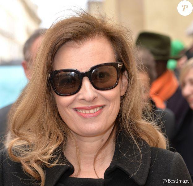 Valérie Trierweiler, tout sourire lors de son arrivée au défilé Christian Dior prêt-à-porter collection Automne/Hiver 2014-2015 au musée Rodin lors de la fashion week à Paris, le 28 février 2014
