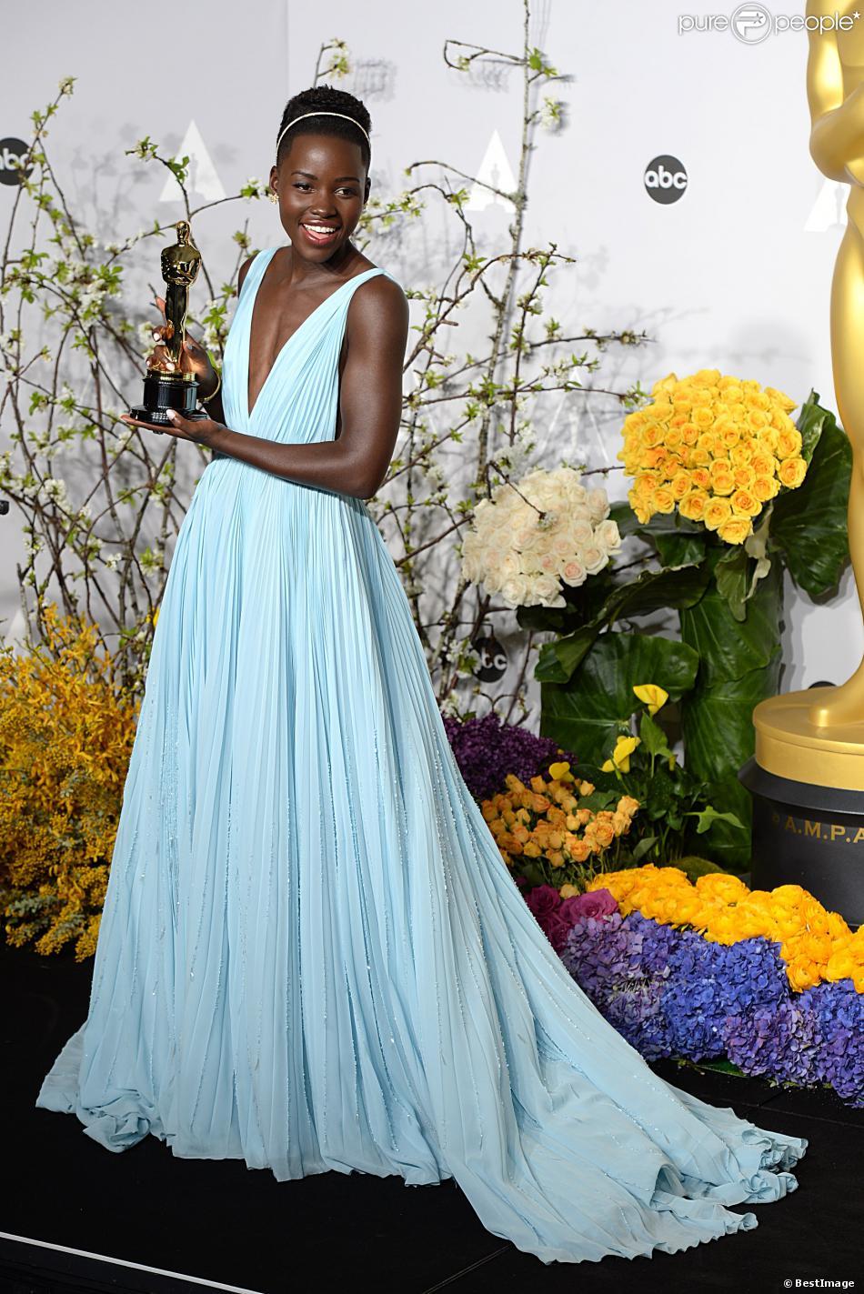 Lupita Nyong'o et son Oscar du meilleur second rôle pour 12 Years a Slave, le 2 mars 2014