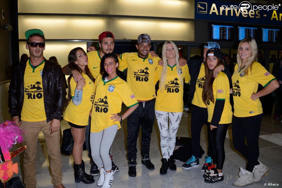 Micha, Kim, Kelly, Romain, Julien, Jessica, Paga, Stephanie et Charlotte de retour à Paris après le tournage de l'émission 'Les Marseillais a Rio' pour W9, le 6 mars 2014, à l'aéroport Roissy Charles de Gaulle.