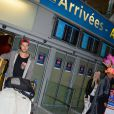Kim, Romain, Jessica et Julien de retour à Paris après le tournage de l'émission 'Les Marseillais a Rio' pour W9, le 6 mars 2014, à l'aéroport Roissy Charles de Gaulle.