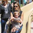 """Jessica Alba fait du toboggan avec sa fille Haven au parc de """"Coldwater Canyon"""" à Beverly Hills, le 8 mars 2014."""