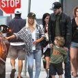 Christina Aguilera avec son fils Max et son compagnon Matthew Rutler en août 2013 à Los Angeles.