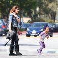 Paris Jackson passe du temps avec les enfants de son cousin TJ Jackson à Los Angeles, le 22 mars 2014.