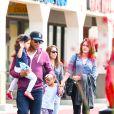 Paris Jackson en compagnie de son oncle TJ Jackson et de sa famille à Calabasas, le 22 mars 2014.