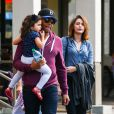Paris Jackson avec son cousin TJ et sa famille dans les rues de Calabasas à Los Angeles, le 22 mars 2014.