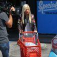 """Tori Spelling en plein tournage de son émission de télé réalité """"True Tori"""" à Studio City. Le 3 avril 2014."""