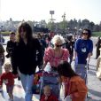 Archive - Peaches Geldof est décédée le 7 avril 2014 à l'âge de 25 ans. Photo : Bob Geldof, Paula Yates et leurs filles Fifi, Peaches et Pixie à Disneyland Paris le 12 avril 1992.