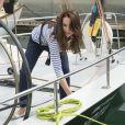 Larguez les amarres ! Kate Middleton et le prince William étaient en visite à Auckland le 11 avril 2014 dans le cadre de leur tournée en Nouvelle-Zélande. Après une visite de la base de l'Emirates Team New Zealand, ils se sont affrontés lors d'une course nautique, que la duchesse de Cambridge a remportée haut la main.