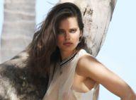 Emily DiDonato : Elle ose la transparence à la plage et transpire la sensualité