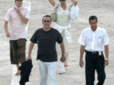 PHOTOS EXCLUSIVES : Jean Reno va très bien !