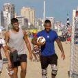 """Micha, Romain et Julien s'occupent de jeunes enfants - """"Les Marseillais à Rio"""", épisode du 16 avril 2014 diffusé sur W9."""