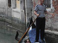 PHOTOS : Louis de Bourbon, vacances romantiques à Venise avec les deux femmes de sa vie !