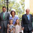 Felipe d'Espagne, la reine Sofia, les deux princesses Sofia et Leonor, le roi Juan Carlos lors de la messe de Pâques à Palma de Majorque le 20 avril 2014.